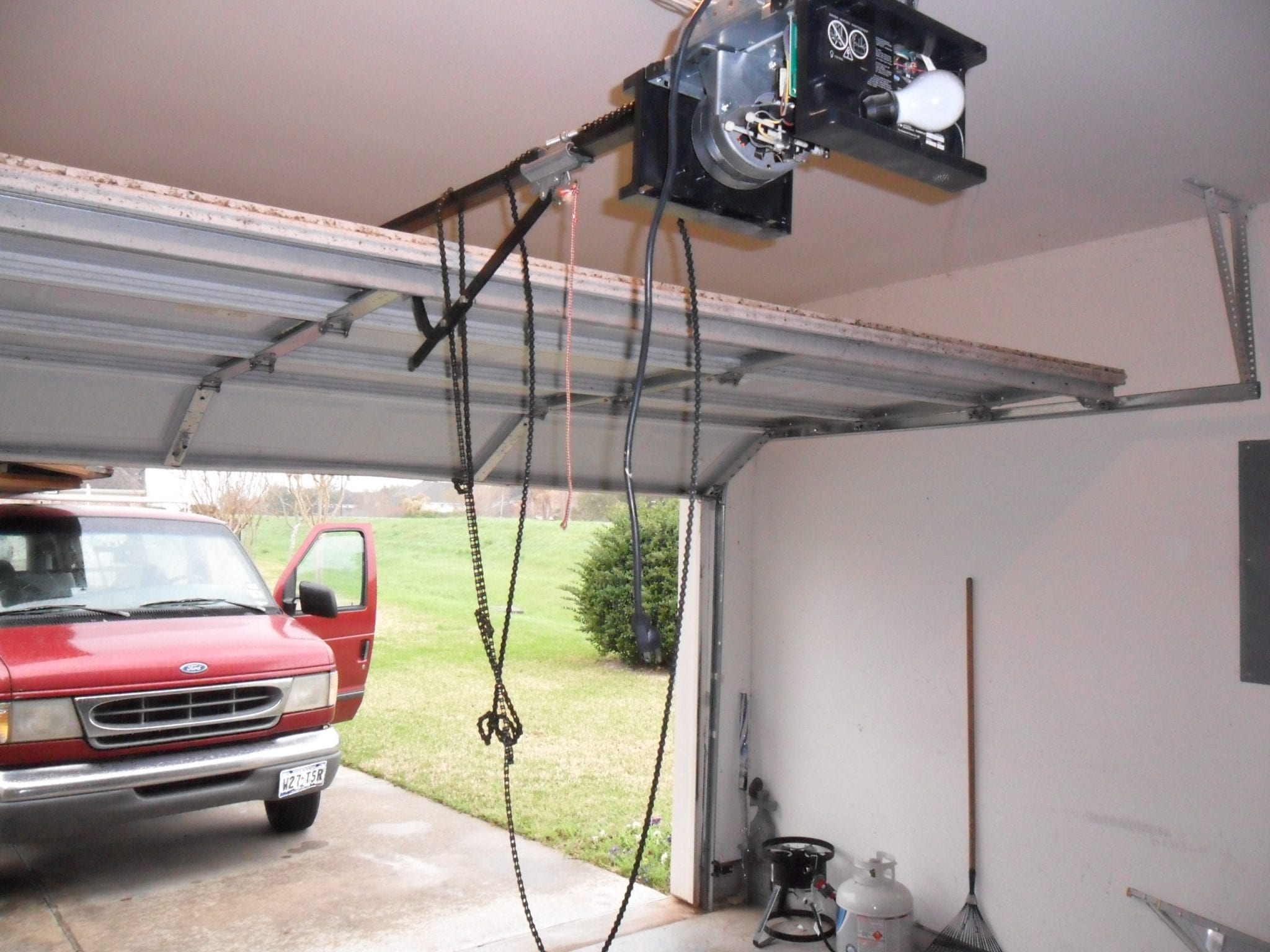 Broken Garage Door Opener Chain in Houston